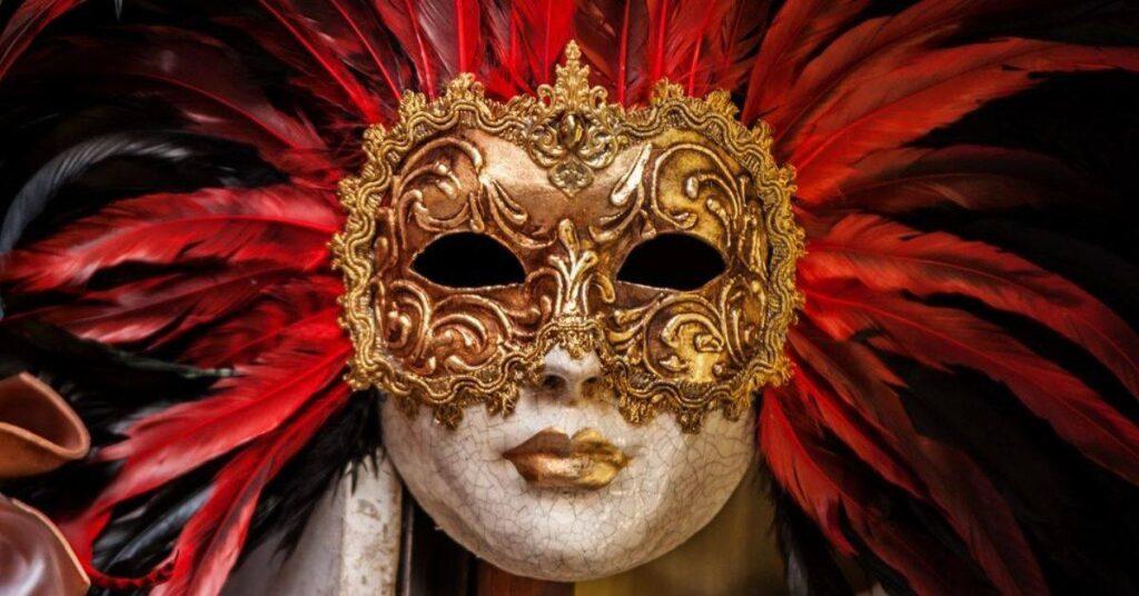 Masks-time-showcase-exhibition-in-Kölcsey
