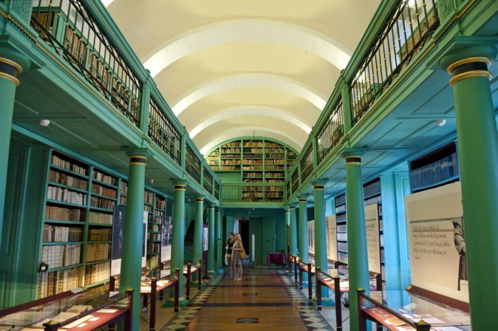Református Kollégium Nagykönyvtár-min (1)